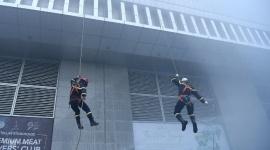Hàng trăm người tham gia diễn tập phòng cháy chữa cháy tại tòa nhà cao nhất Hà Nội