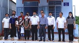 Huyện Xuân Lộc bàn giao hai căn nhà tình thương cho hộ khó khăn về nhà ở