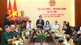 Thứ trưởng Nguyễn Bá Hoan gặp mặt đại biểu người có công tỉnh Kon Tum