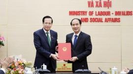 Trao quyết định bổ nhiệm Thứ trưởng Bộ Lao động - Thương binh và Xã hội cho ông Nguyễn Văn Hồi
