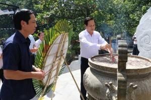 Lãnh đạo Bộ LĐTB&XH tri ân các anh hùng liệt sĩ, người có công tại Quảng Trị