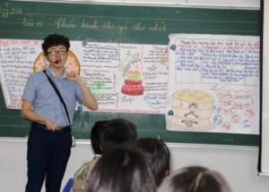 Thầy giáo 9X dạy học trò ôn tập Lịch sử thế giới bằng thơ
