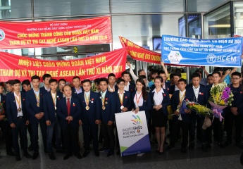 Deputy Minister Dao Hong Lan welcomed  Vietnam delegation back from the 11th ASEAN  Skills Competition 2016