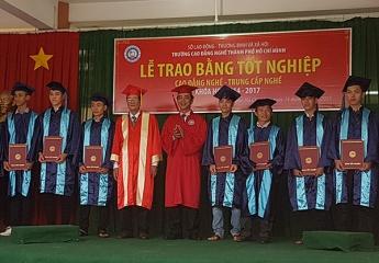 Trường Cao đẳng nghề TPHCM: Khai giảng năm học mới và phát bằng tốt nghiệp cho 526 sinh viên