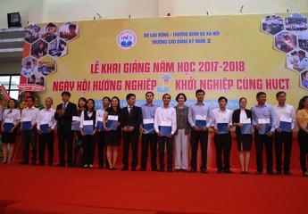 Thứ trưởng Lê Quân dự Lễ  khai  giảng Trường Cao đẳng Kỹ nghệ II năm học mới 2017 – 2018 và phát bằng tốt nghiệp cho sinh viên