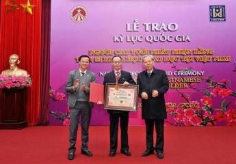 """Trao kỷ lục cho """"Người cao tuổi nhất được nhận bằng Tiến sĩ Khoa học Giáo dục tại Việt Nam"""""""