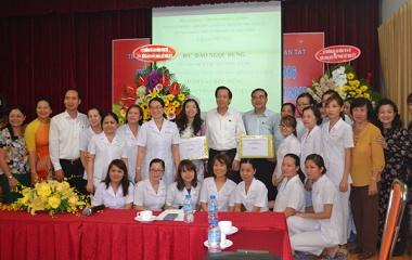 Bộ trưởng Đào Ngọc Dung thăm và tặng quà tại 2 trung tâm trợ giúp trẻ em có hoàn cảnh đặc biệt