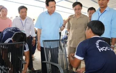 Bộ trưởng Đào Ngọc Dung thăm và làm việc tại cơ sở cai nghiện ma túy tỉnh Cà Mau
