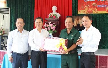 Thứ trưởng Lê Tấn Dũng thăm, tặng quà thương bệnh binh nặng tại Trung tâm Điều dưỡng thương binh và người có công Long Đất