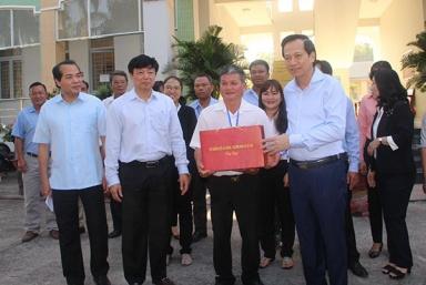Bộ trưởng Đào Ngọc Dung: Tây Ninh cần phối hợp ba hình thức cai nghiện