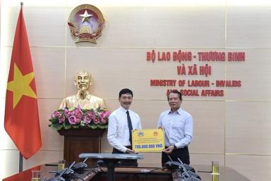 Cao ủy Liên hợp quốc về Người tị nạn ủng hộ 700 triệu đồng hỗ trợ người dân chịu ảnh hưởng của bão lụt tại Hà Tĩnh
