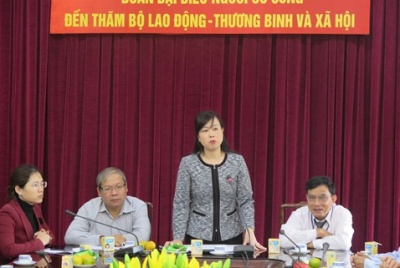 Deputy Minister Dao Hong Lan welcomed the delegation of people with meritorious service from Kon Tum province