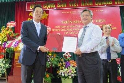 Bộ trưởng Đào Ngọc Dung trao Quyết định qui định chức năng, nhiệm vụ, quyền hạn và cơ cấu tổ chức của Tổng cục Giáo dục nghề nghiệp