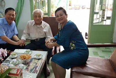 Thứ trưởng Lê Tấn Dũng thăm và chúc tết các đồng chí nguyên lãnh đạo của Bộ ở phía Nam