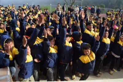 Hoàng Su Phì – Hà Giang: 700 em học sinh được mặc áo ấm đến trường