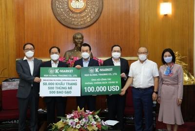 K-Market ủng hộ 100.000 USD cùng nhiều nhu yếu phẩm trị giá 1,6 tỷ đồng cho công tác phòng, chống dịch Covid-19