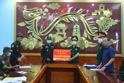 Bộ Chỉ huy quân sự tỉnh Đồng Nai trao tặng trang thiết bị vật tư y tế hỗ trợ quân đội Campuchia