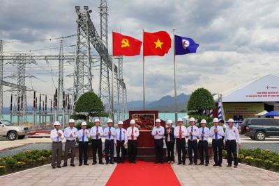 Gắn biển công trình chào mừng Đại hội đại biểu Đảng bộ Tập đoàn Điện lực Việt Nam lần thứ III