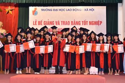 Trường Đại học Lao động - Xã hội trao Bằng tốt nghiệp cho 783 Cử nhân