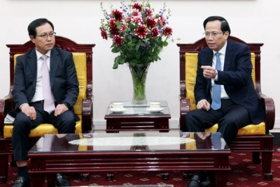 Minister Dao Ngoc Dung received the General Director of Samsung Vietnam